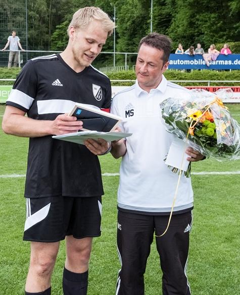 Acht Jahre lang trainierte Mario Stritzel (r.) die zweite Mannschaft des SV Lippramsdorf.