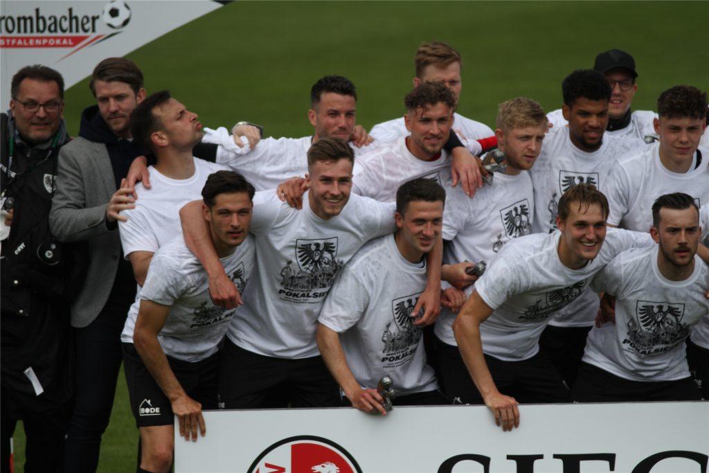 Der Olfener Dominik Klann (erste Reihe, 3.v.l.) gewann den Westfalenpokal.