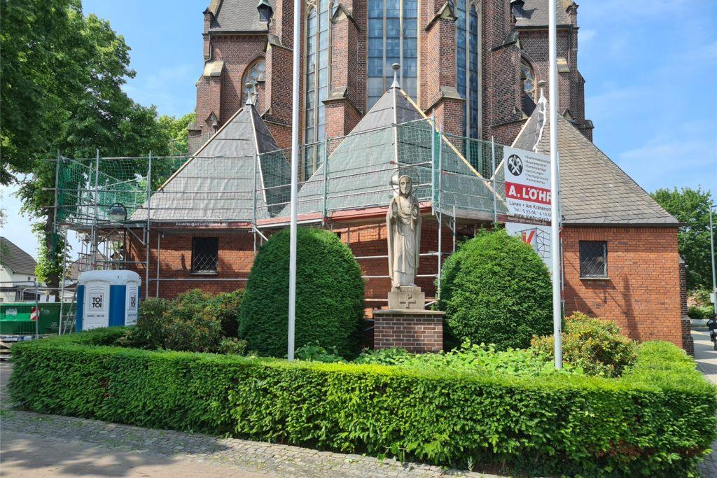 Die Türme, die an den Bürgersteig grenzen, werden erst in einem zweiten Abschnitt bearbeitet.