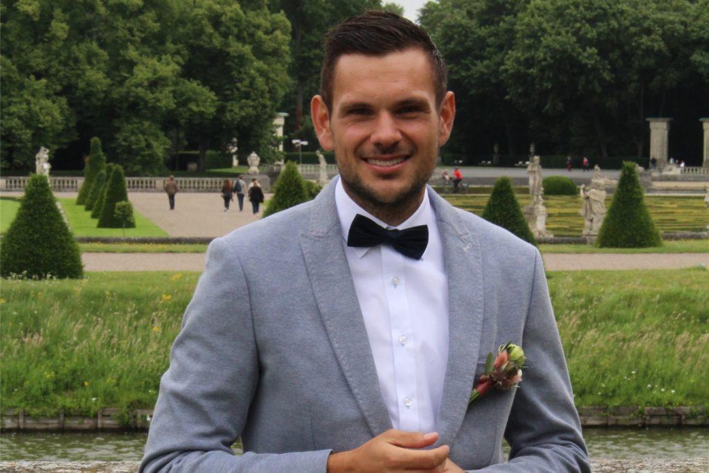 Julian Steinkuhl auf der Hochzeit seiner Schwester. Das Foto stammt aus dem Juni 2021.