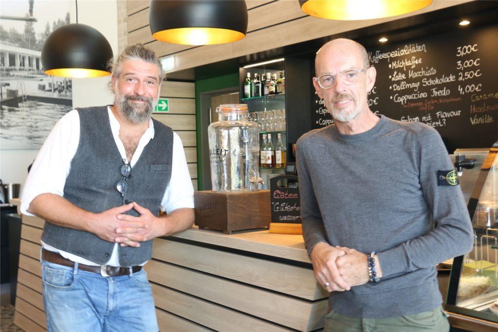 Die beiden Betreiber des Strobels im Solebad, Björn Lepke (l.) und Falko Husmann, müssen derzeit mit deutlich weniger Personal auskommen.