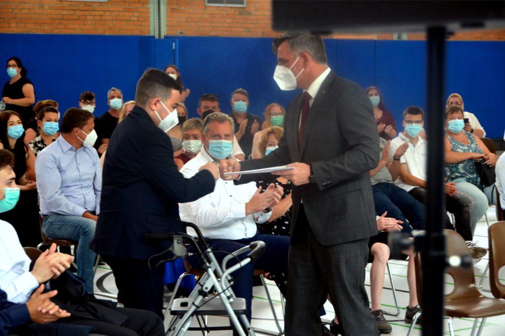 Bei seiner Rede wurde Klassenlehrer Christian Brandt emotional.
