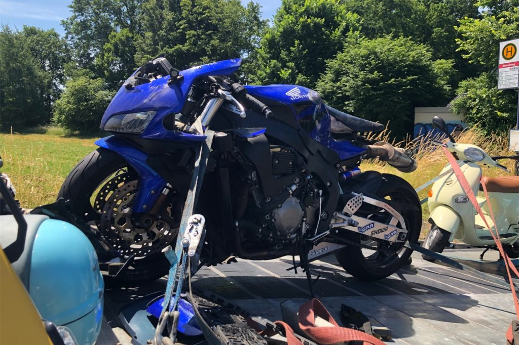 Das durch den Unfall auf der Olfener Straße beschädigte Motorrad war nicht mehr fahrtüchtig.