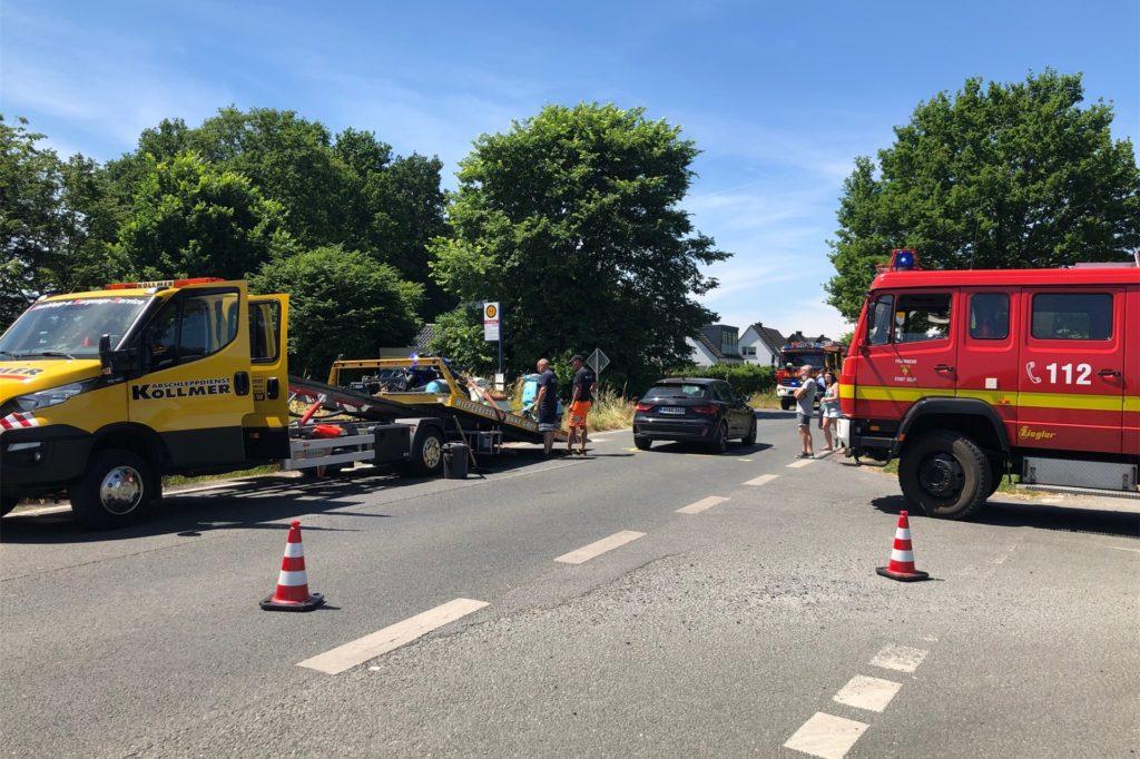 Die Straße wurde für die Zeit der Unfallaufnahme gesperrt.