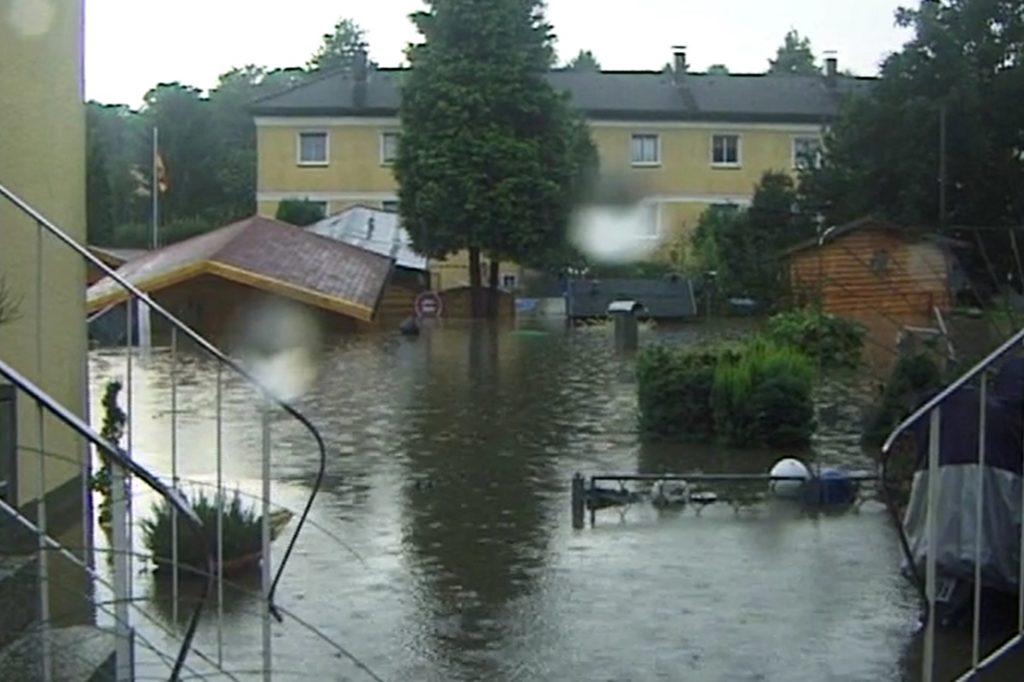 2008 gab es in Dortmund ein Hochwasser. Die Tremonia-Siedlung war davon stark betroffen. Gemeinsam kämpften die Anwohner gegen die Fluten.