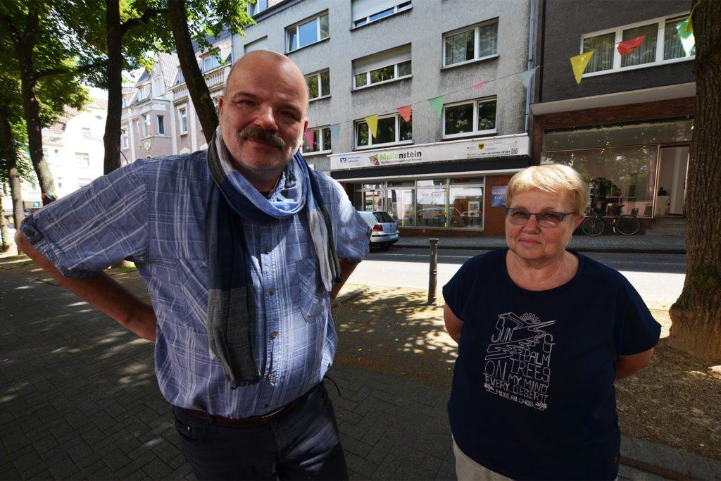 Ingo Rößler und Hannelore Rieger werben für Spenden und Freiwillige, die die Rikscha fahren.