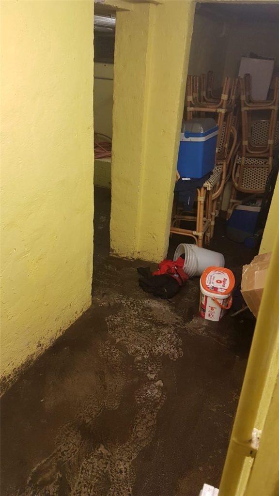 Beim BSV Heeren stand der Keller des Vereinsheims unter Wasser. Wertvolle Dinge sollen laut der Geschäftsführerin Beatrix Prause-Weber nicht unter den zu Schaden gekommenen Gegenständen sein.