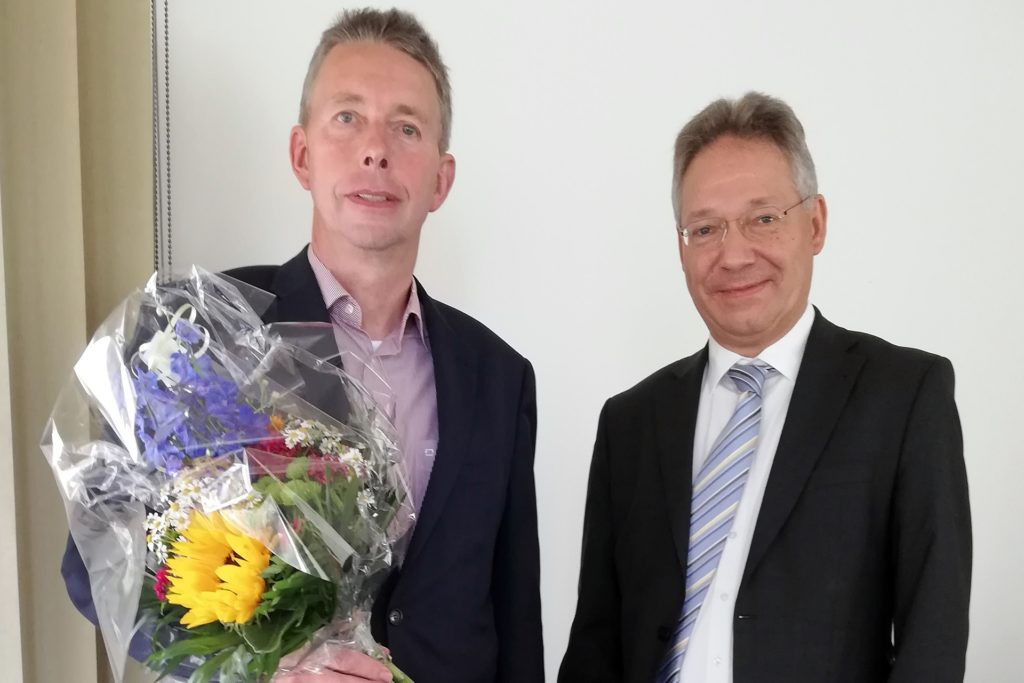 Georg Schulte-Althoff (l.) und Ulrich Peterwitz freuen sich auf die künftige Zusammenarbeit zum Schutz des Trinkwassers.