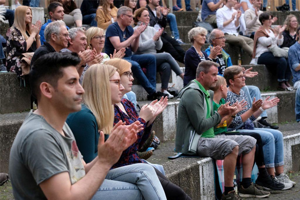 Das Publikum spendete eine Menge Applaus - und verabschiedete die Musiker zum Schluss mit Standing Ovations.