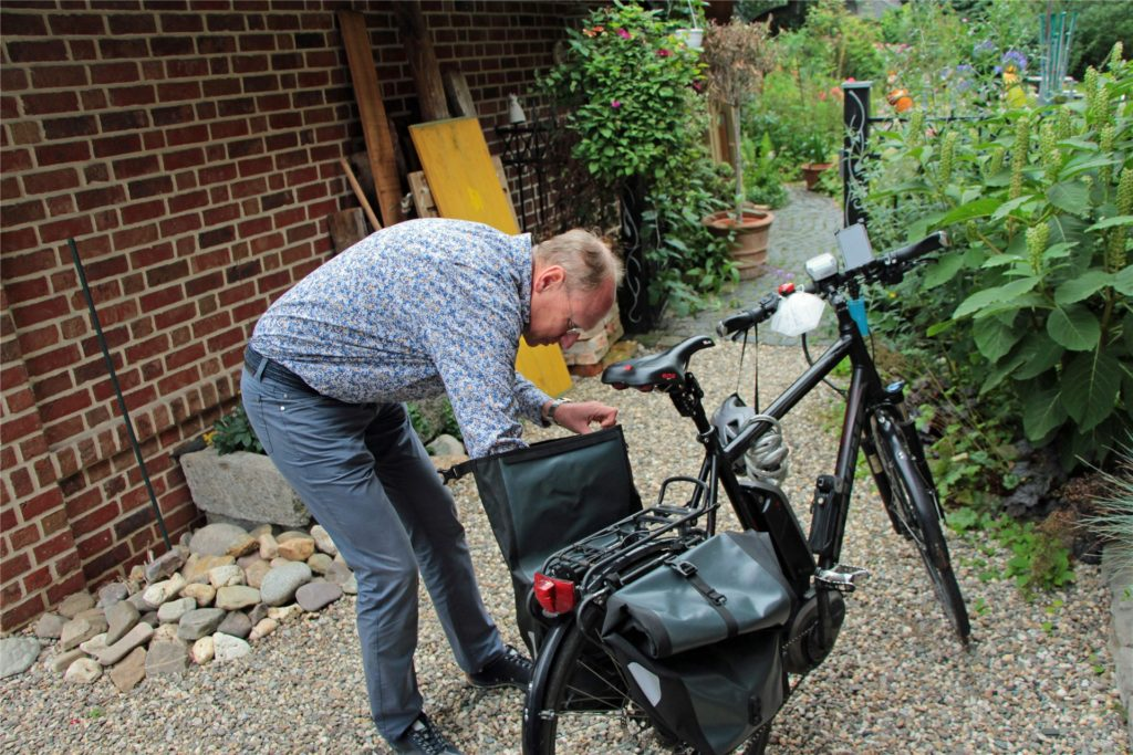 Der Apotheker beliefert ab und an auch Kunden mit dem Rad. Die Gepäckträger-Taschen bieten Stauraum.