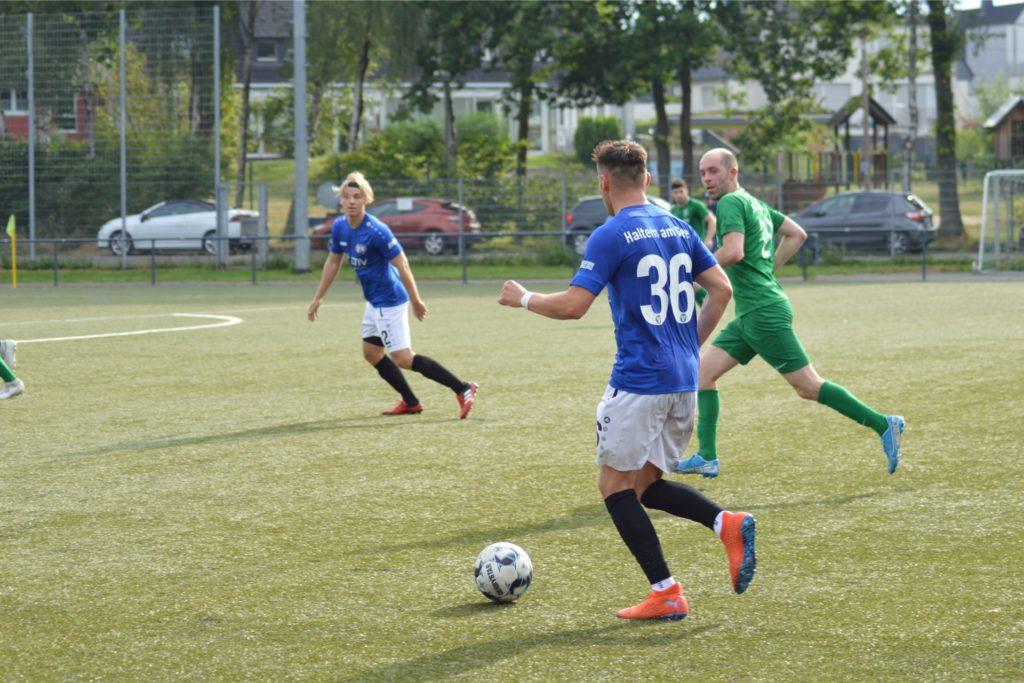 Für Trikotnummern wie die 36 von Nico Pulver muss der TuS Haltern am See eine Strafe zahlen, da im Fußballkreis Recklinghausen nur Trikotnummern bis 29 erlaubt sind, sofern es keine Sondergenehmigung gibt.