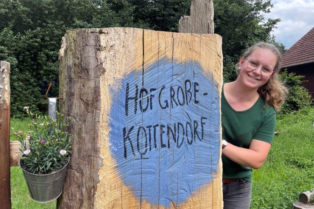Die 21-jährige Mona Stadtmann kümmert sich um die Kinder.