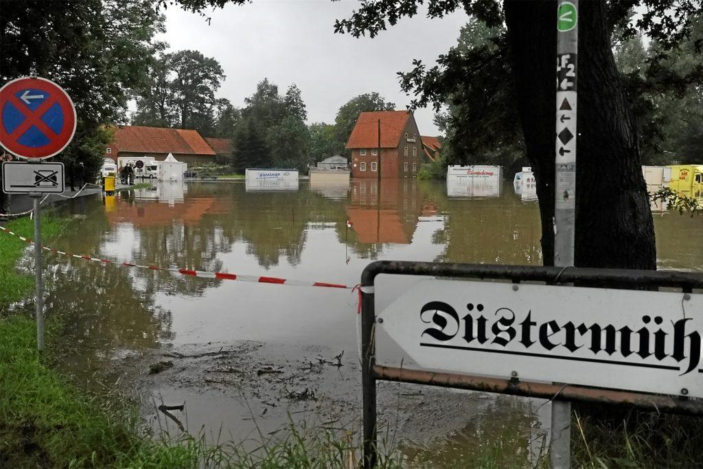 Im Jahr 2010 hatte es schon einmal Hochwasser in Legden gegeben, hier ist der Platz an der Düstermühle neben der Dinkel komplett überschwemmt worden.
