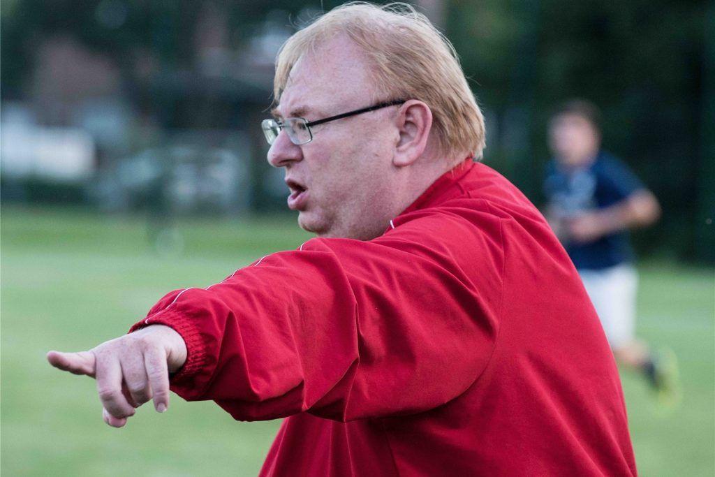 Hullerns Trainer Christoph Bafs-Dudzik ärgert sich über die Entscheidung, des Fußballkreises Recklinghausen, sein Team in eine andere Staffel als zuletzt einzuteilen.