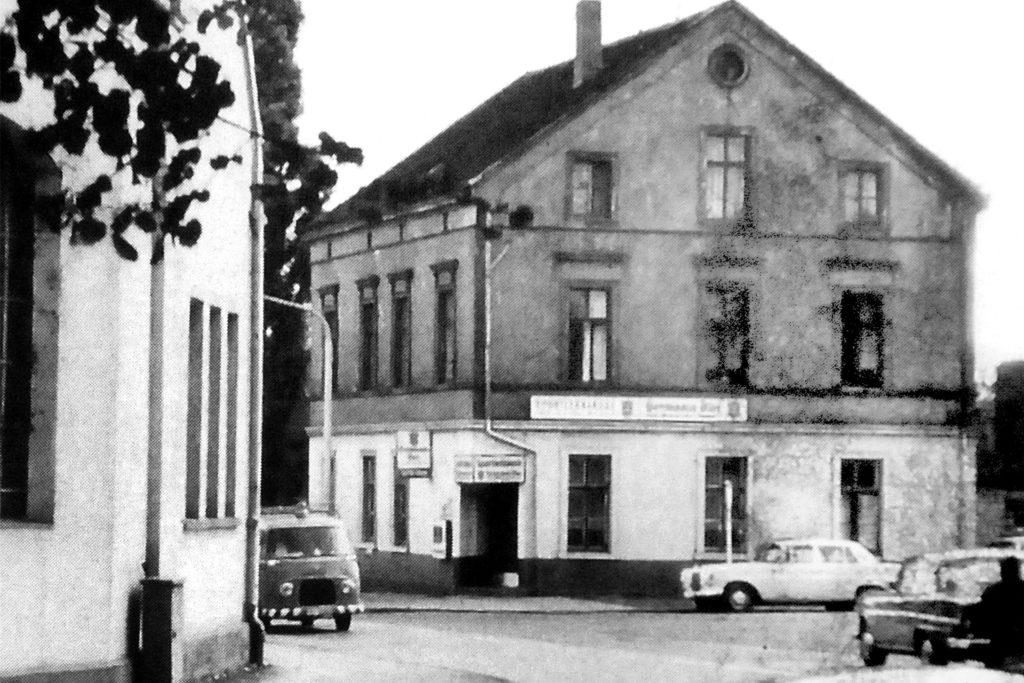 In der Sportlerklause an der Beckestraße/Ecke Ladestraße wurden Ende 1996 die Zapfhähne hochgedreht. Den Tresen halten die Bürgerschützen in ihrem Schützenkeller in Ehren.