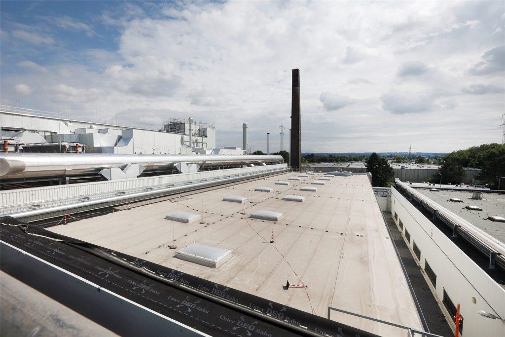 Über den Dächern von Kamen. Der Blick vom Dach der neuen 3M-Halle reicht weit.