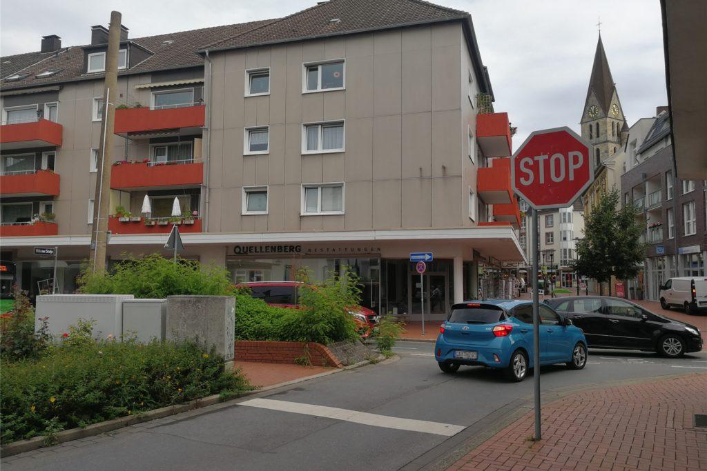 An der Kreuzung Widumer Straße, Ecke zur Mühlenstraße, müssen die Autofahrer in Castrop-Rauxel nach Lösungen zur Unfallvermeidung suchen.