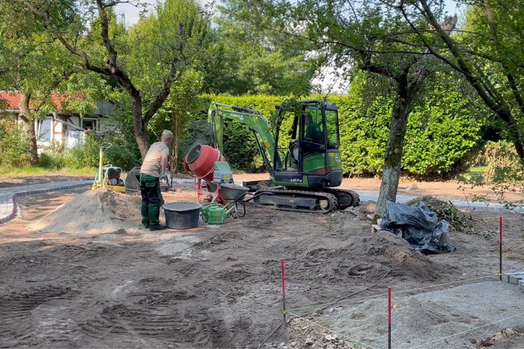 In sechs bis acht Wochen sollen die Arbeiten am erweiterten Spielplatz abgeschlossen sein. Das Grundstück hatte die Kirchengemeinde erworben.