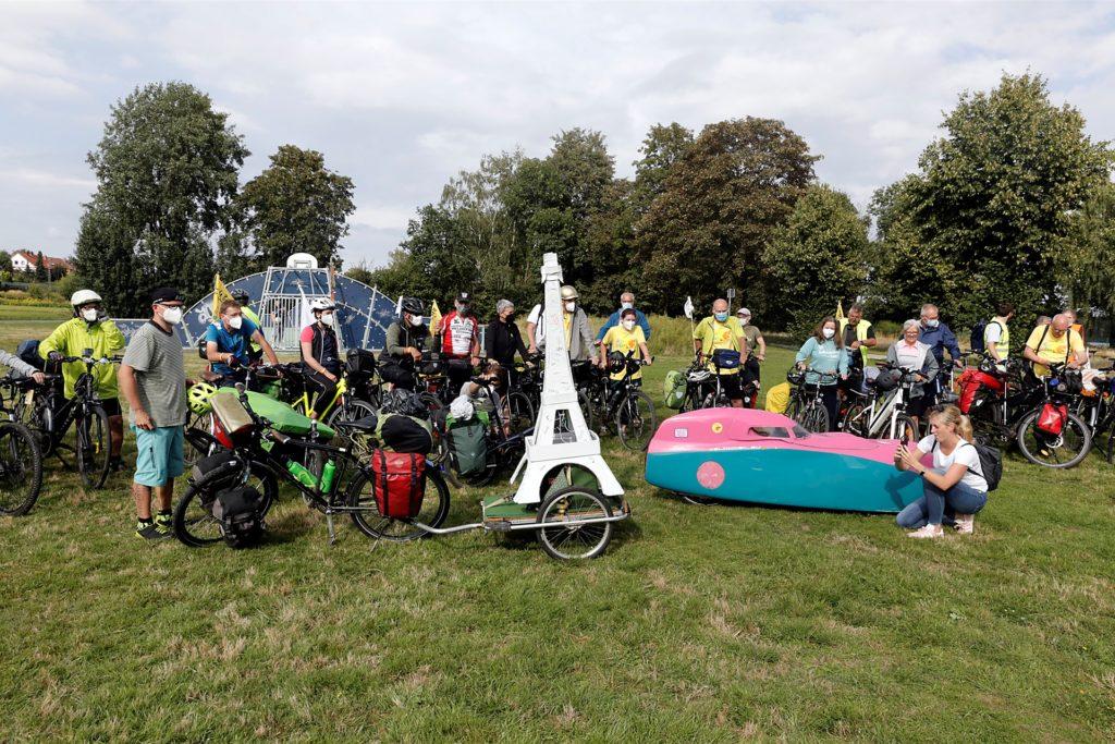 Zusammen mit den Halterner Teilnehmern machten sich rund 50 Radfahrer auf die Tour durch die Seestadt.