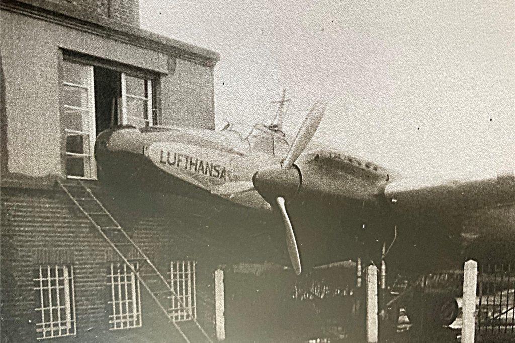 Die Technik war damals noch nicht so fortschrittlich, manche Flugzeuge hatten gar keine Bremsen. So landete einmal ein Flugzeug in der Brackeler Käsefabrik.