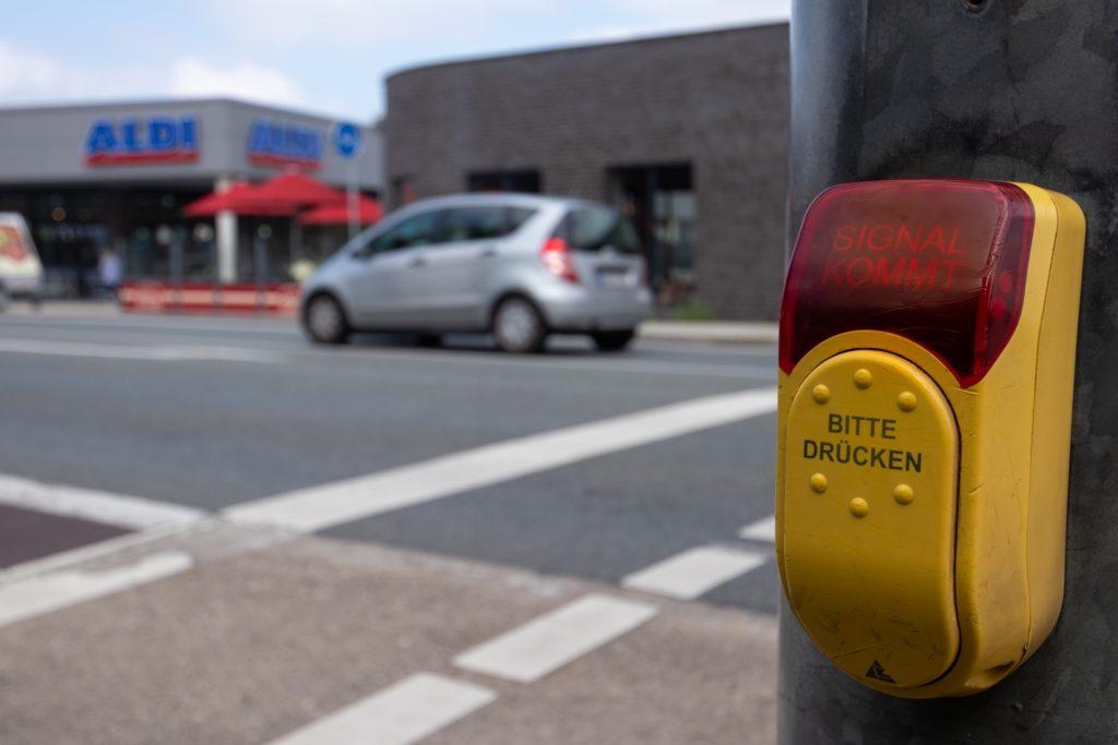 Zehn Unfälle hat es im Bereich der Fußgängerampel am Breul seit 2021 gegeben.