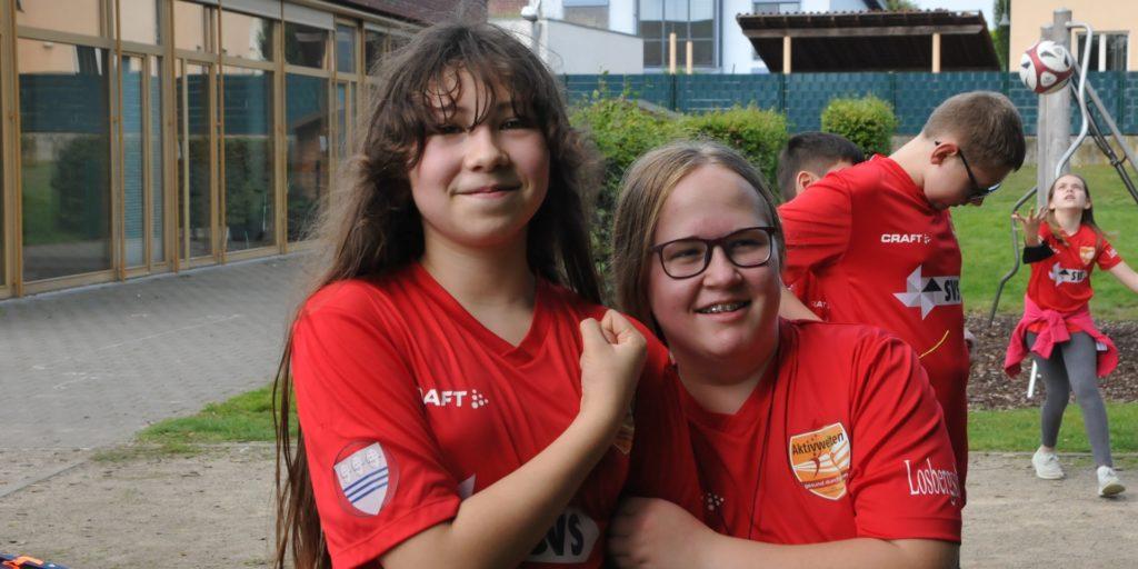 """""""Die Trainer machen einen guten Job"""", finden Luciana und Katharina (11)."""