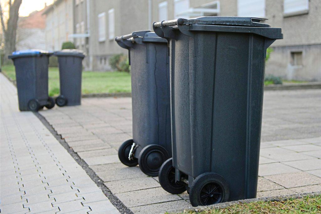 Private Mülltonnen dürfen nicht einfach von Fremden befüllt werden.