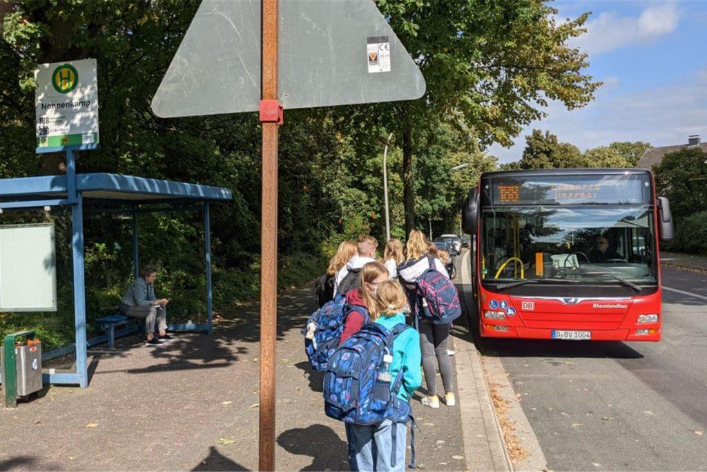 Die regulären Linienbusse (hier der 188) sollen weiter die bisherigen Haltestellen anfahren.