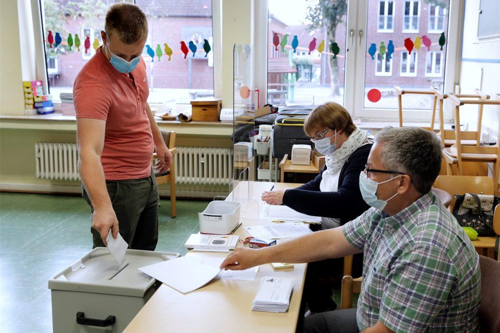 In Haltern-Sythen war im Wahllokal am Sonntagvormittag ordentlich Betrieb.