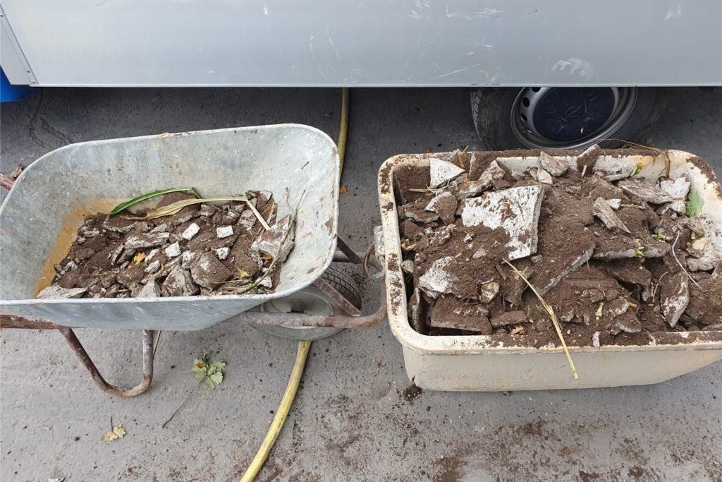 Am Montag entfernte die bauausführende Firma das Zement-Gemisch. Viel war es nicht.