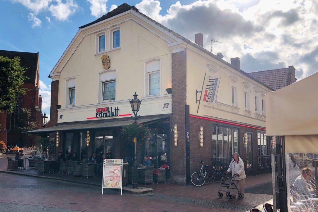 Im Café Extrablatt in der Halterner Innenstadt wurden die Trennwände bereits weggepackt.