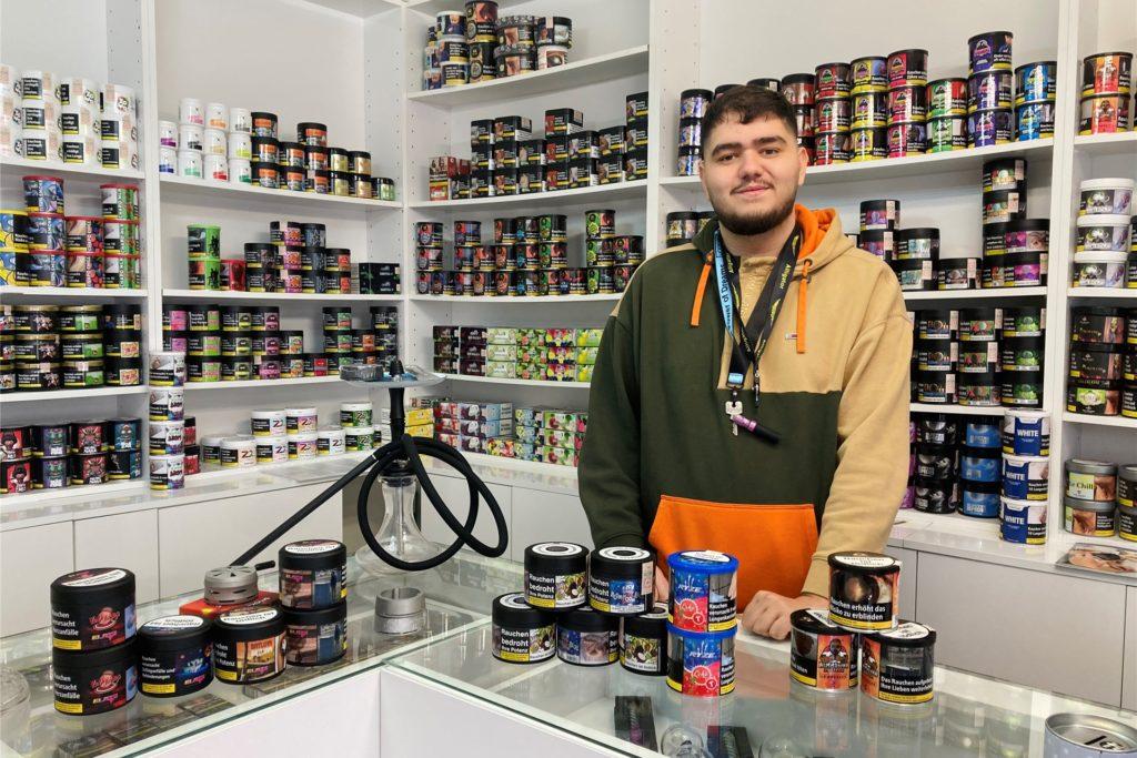 """Im Hookah Store am See verkauft Ervin Asani """"alles rund um die Shisha""""."""
